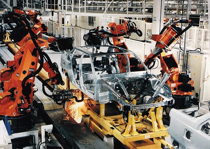 Ekonomiku stále nejvíce táhne automobilový průmysl